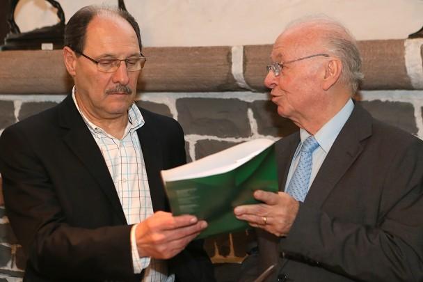 Odacir Klein entrega balanço do BRDE ao governador José Ivo Sartori