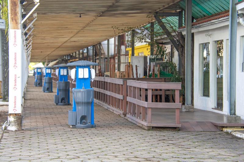 Lavatórios de mãos foram instalados em diversos locais no parque